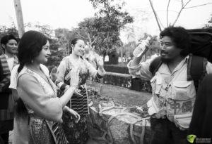 余純順(左),上海人,一九八八年七月一日開始「壯行全中國」徒步旅行計劃。由一九八八年至一九九六年這八年間走遍二十三個省、市、自治區,三十三個小數民族主要居住點,總行程達八點四萬華里。一九九六年